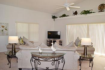 Spacious Living Room Overlooking Rear Garden - 50