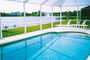 The pool and view over the lake
