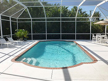The large Pool and Deck