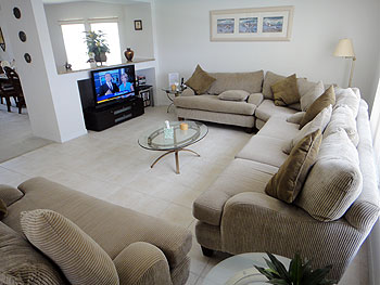 Family Room with 46in Flatscreen Cable HDTV