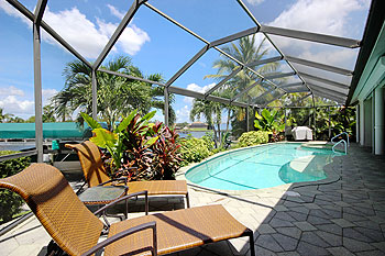 For Extreme Privacy - Private Pool & Spa with Lush Tropical Landscaping