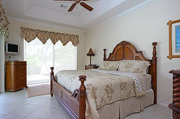Luxury Master Bedroom Suite with Spa Bath