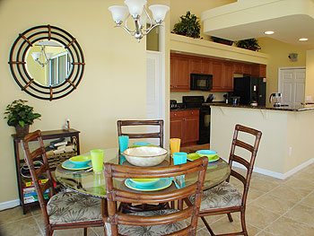 Fully-Equipped Designer Kitchen and Breakfast Nook