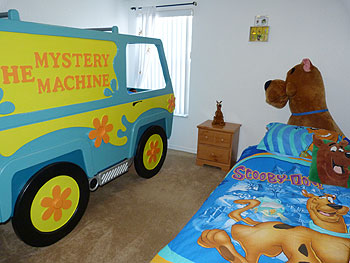 Scooby Doo bedroom with Mystery Machine bed