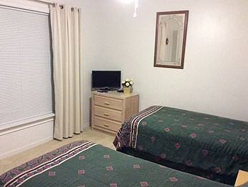 Double Bedroom with Twin Beds and cable television